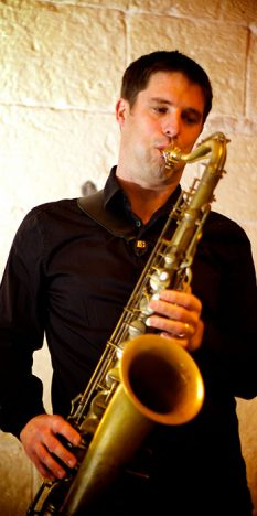 http://emmanuelpelletier.fr/wp-content/uploads/Bio/ManuPelletier_saxophone_1_468x703.jpg